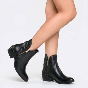Steve Madden Zipstr Black Leather Booties